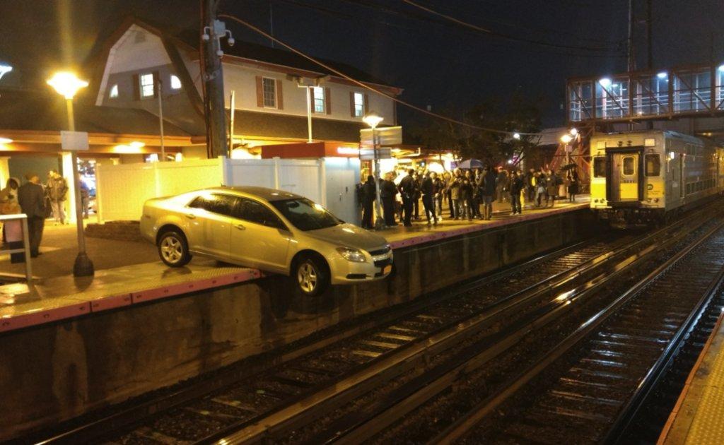 Car dangles over LIRR tracks after confused motorist drives onto Mineola train platform https://t.co/qdftziTHMt