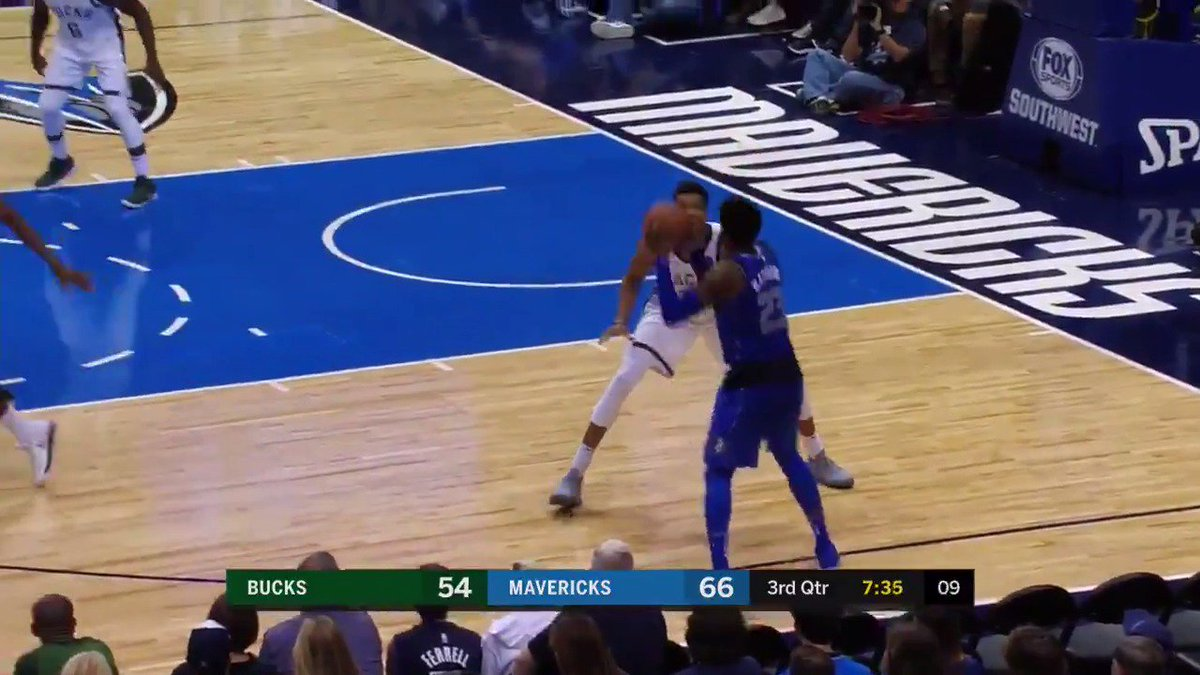 The @dallasmavs knock down 19 3pt FG's, tying their franchise record for 3's in a game! #MFFL https://t.co/4QhGwPFdb7