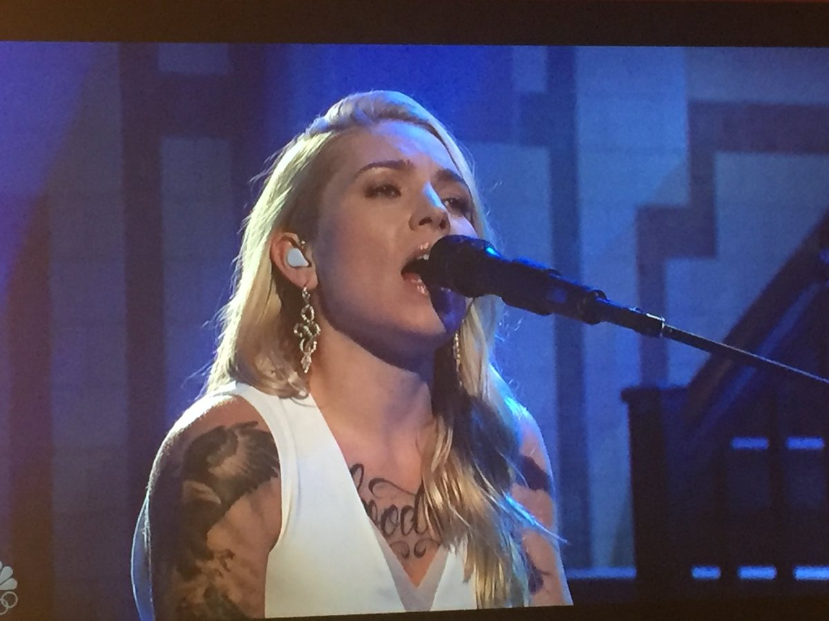 👏 for @SkylarGrey tearing it up on @snl...