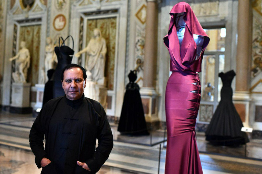 Stars mourn death of renowned designer, Azzedine Alaia https://t.co/Pn4OYgJOMB