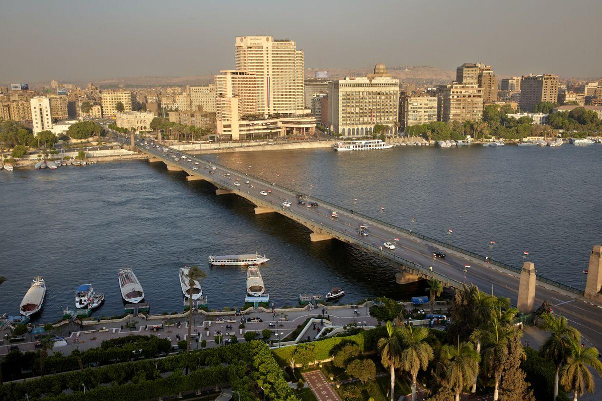 Russian billionaire's bank bets on Egypt as Mideast risk rises https://t.co/Ksl1fytxml