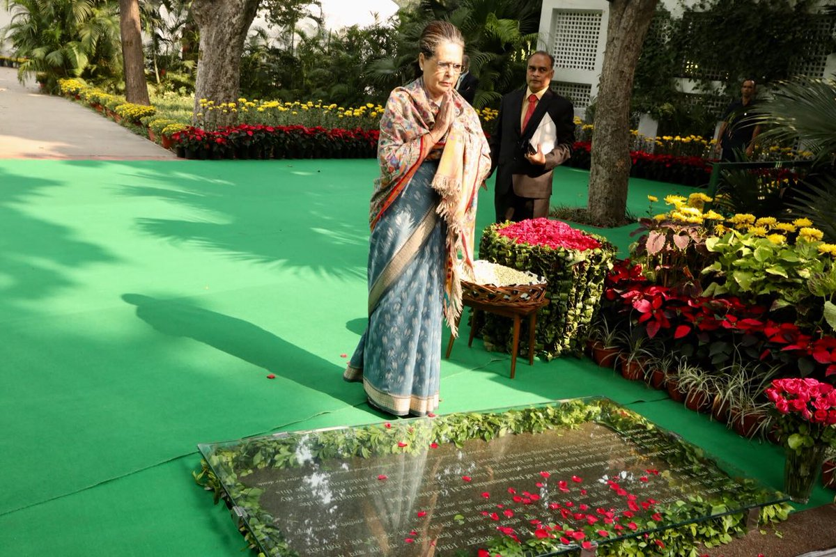 Congress President Smt. Sonia Gandhi pays tribute at Indira Gandhi Memorial and is joined by Congress Vice President Rahul Gandhi. #Indira100