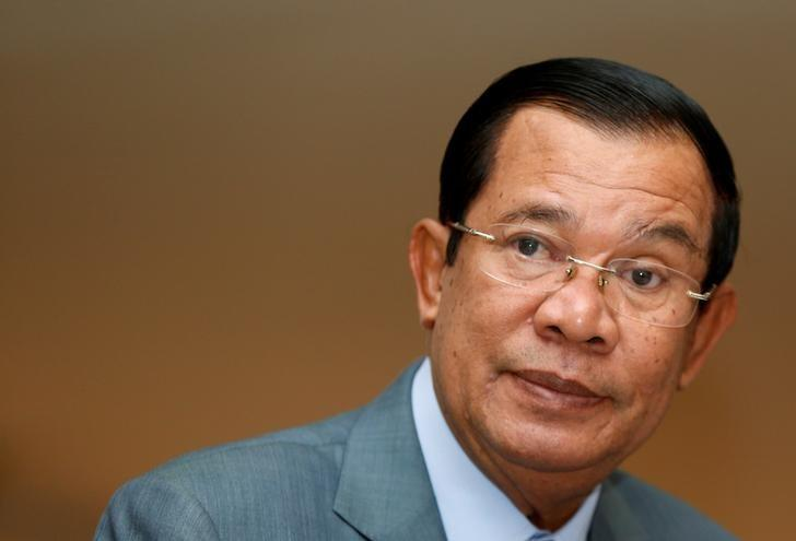 RT @Reuters: Defiant Hun Sen tells U.S. to cut all aid to Cambodia https://t.co/aKbOPH6HqI https://t.co/ee0t7IrdPK