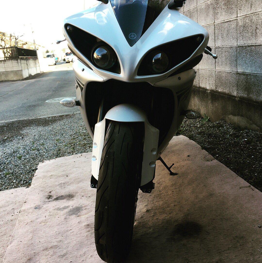 RT @hayate3243211: 初の大型バイクyzf-r1 09納車しました!いろんなとこ行くんでよろしく👊😎  #YAMAHAが美しい  #yzfr1 #antibcsc #マンナンスリヤー https://t.co/bULEM18GTO