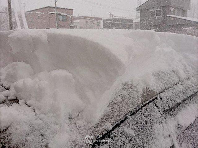 1000RT:【一気に】札幌の積雪が29cmに到達、史上3番目の早さ https://t.co/6CxcVz7EE8  18日17時には0cmだった積雪深が、きょう19日10時40分に29cmに。統計開始以降、3番目に早い記録となります。