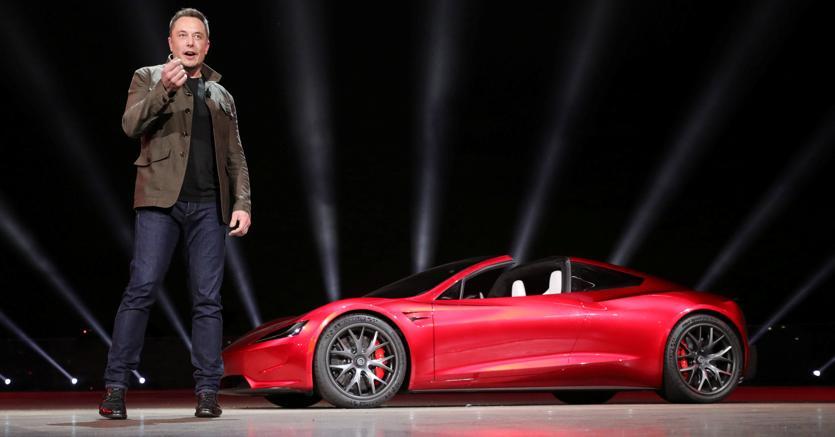 #Tesla a sorpresa svela la #Roadster da 400 km/h e il #camion #elettrico Leggi l'articolo: https://t.co/uaVK3QwiR3