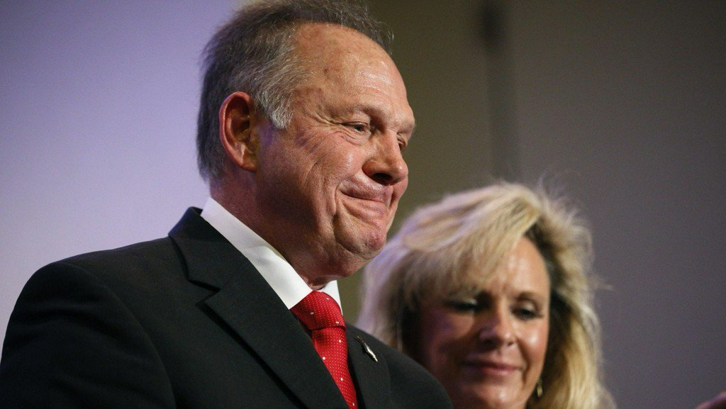 Fighting scandal, Moore stands with homophobic supporters https://t.co/yt22qlffAc