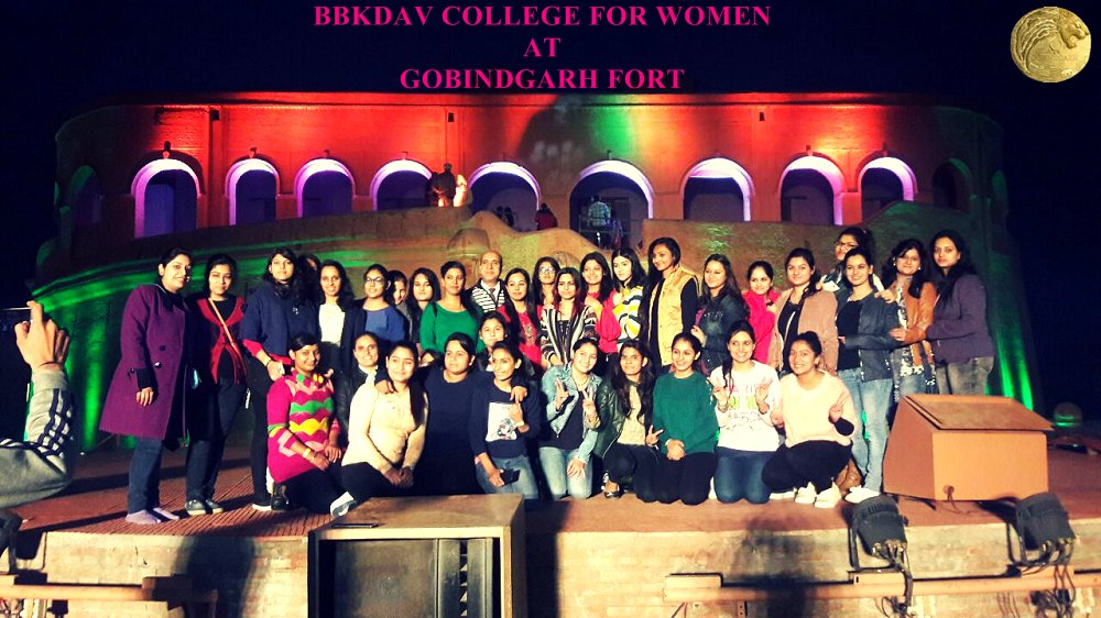 test Twitter Media - BBKDAV College for Women, Amritsar visited at #Gobindgarhfort & #enjoyed Maharaja Ranjit Singh Ji #7Dshow and learnt about #history of the #fort #museum #exhibition #art #entertainment #folkdance #culturalplace #touristplace #historicalplace …https://t.co/HooR4Y7Cdy https://t.co/iGULSpwyOh