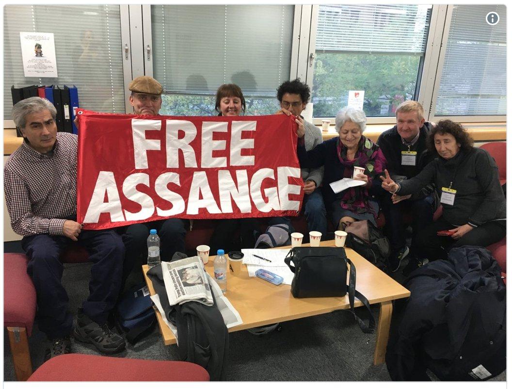 At the  UK  #Assange #FOIA Tribunal 13-14 Nov. 2017 supporting Stefania Maurizi  https:// wiseupaction.info/2017/11/16/at- the-uk-assange-foia-tribunal-13-14-nov-2017-supporting-stefania-maurizi/ &nbsp; … <br>http://pic.twitter.com/acOhO4Kifq