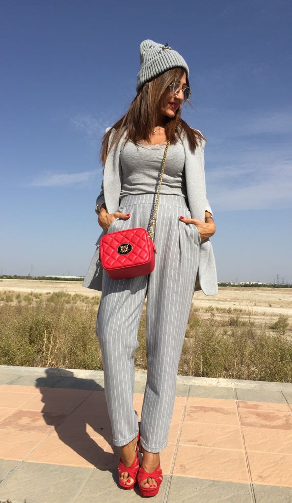 Top #MassimoDutti, pants and beanie #Stradivarius new collection, blazer and shoes #Zara, bag Love #Moschino, glasses #Mango, watch #Tous, necklace #Swarovski   https:// goo.gl/YAyyQk  &nbsp;   #FelizViernes #FelizFinde<br>http://pic.twitter.com/f2guxHnnJK