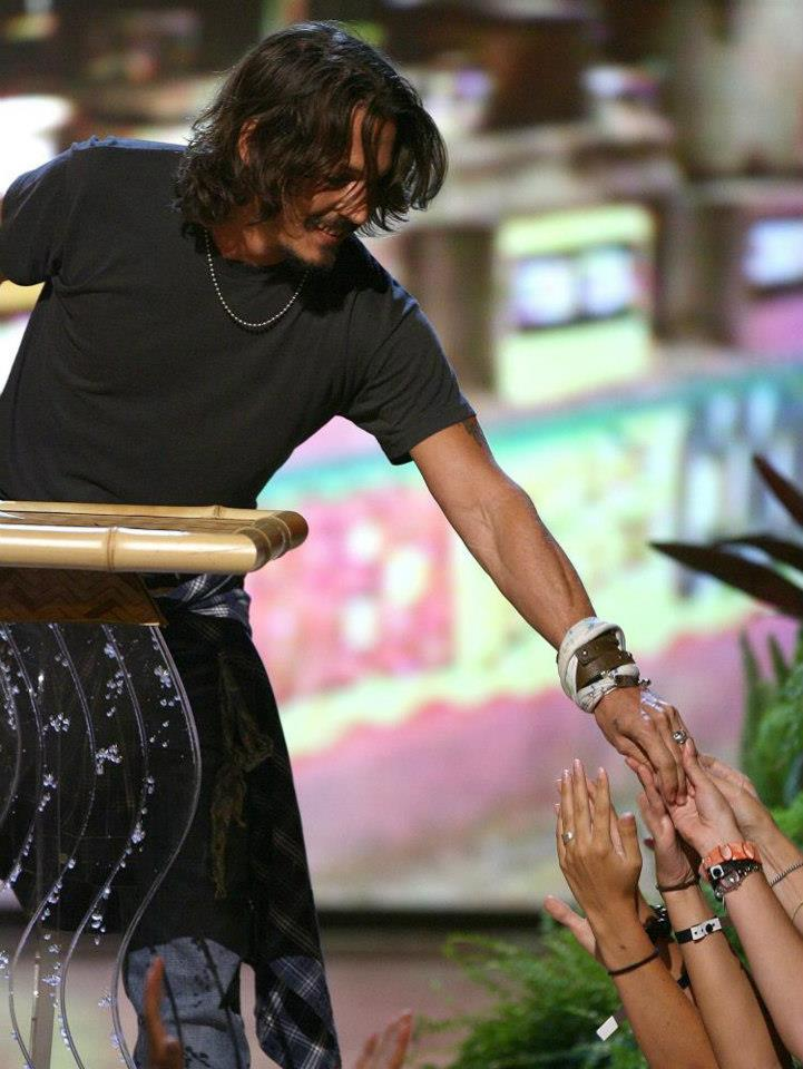 Lovely!  #JohnnyDepp #TeenChoice 2006 pic.twitter.com/qCXjaQz2MR