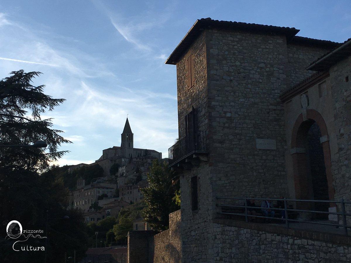 Todi, Umbria via @Ilenia_Melis #travel #Italy #beautyfromitaly https://t.co/7dzRuAkgVp