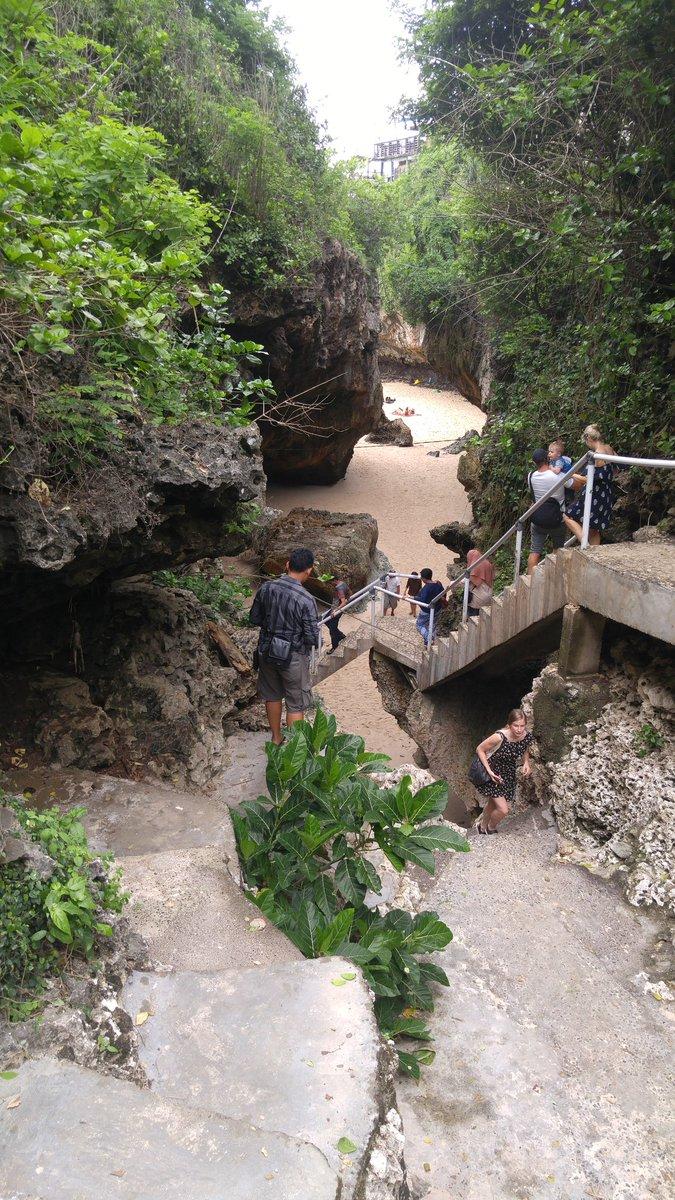 Anak tangga wisata Alam Pantai Suluban di Bali