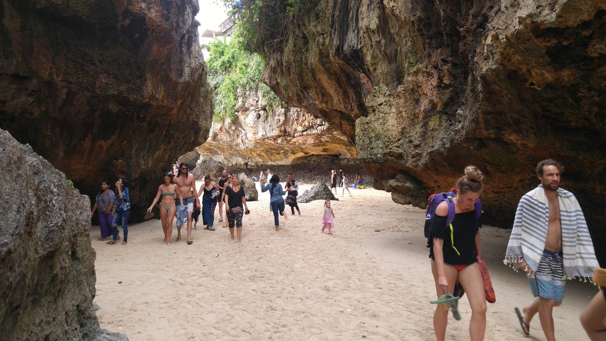 Dominan Pengunjung Mancanegara Pada Objek Wisata alam pantai Suluban di Bali