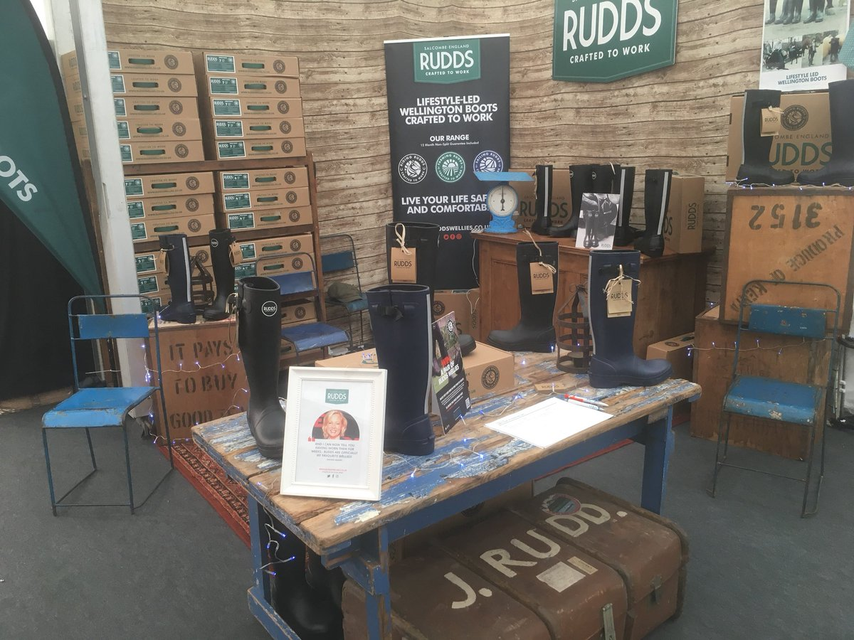 RT @RuddsWellies If your toes are feeling cold and frosty this morning, come find us  at the beautiful @LoseleyPark with @RuralCrafts Christmas Fair