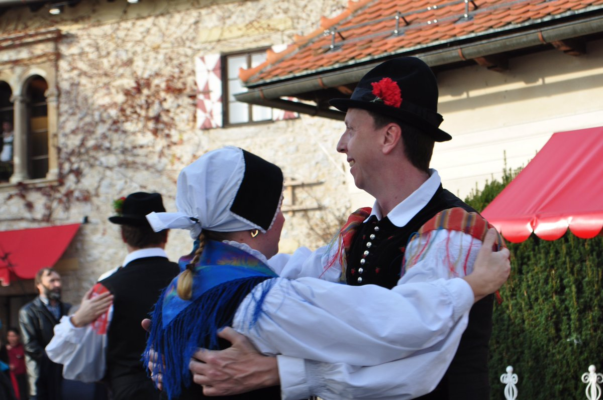 St. Martin&#39;s Day on the Bled castle with wine, music and dancing. Tmorrow at 12:00 and at 14:00. #bledcastle #lakebled #stmartin #celebration<br>http://pic.twitter.com/Q2zSA9ev5M