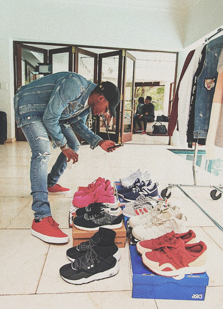 To all my fans that are wearing size 8  I'm giving away a pair of sneakers that I  was wearing on set for the #SAP video shoot.... All you have to do is go on @spreecoza and buy anything and tag me  and I'll send you a pair..<br>http://pic.twitter.com/nGUuEnF1BK