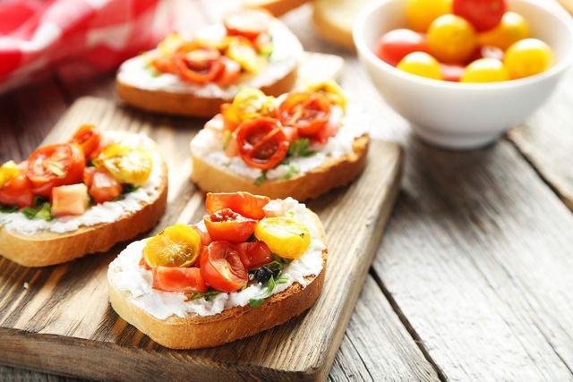 Вкусные и простые салаты и закуски к праздничному столу рецепты с фото
