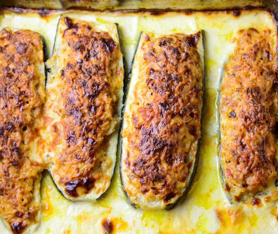 Delicious zucchini boats stuffed with tomato, pork and rice filling, baked in white (béchamel) sauce and topped with a huge amount of cheese   Recipe:  http:// myzucchinirecipes.com/stuffed-zucchi ni-boats-in-white-sauce &nbsp; …  #zucchini #cooking #pork<br>http://pic.twitter.com/x87GDBVujh
