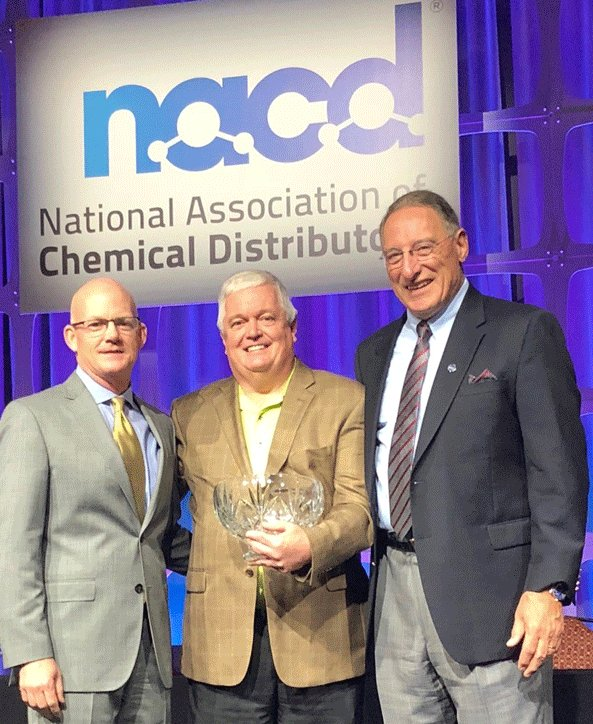 Congratulations to David Garner, Senior VP of Operations @BrenntagNA, for receiving the Lifetime Achievement Award from the @NACD_RD! We especially thank you for your dedication to enhancing safety within the company AND industry! #SafetyFirst  http:// bit.ly/2jzyVXS  &nbsp;  <br>http://pic.twitter.com/chieGx9m3g