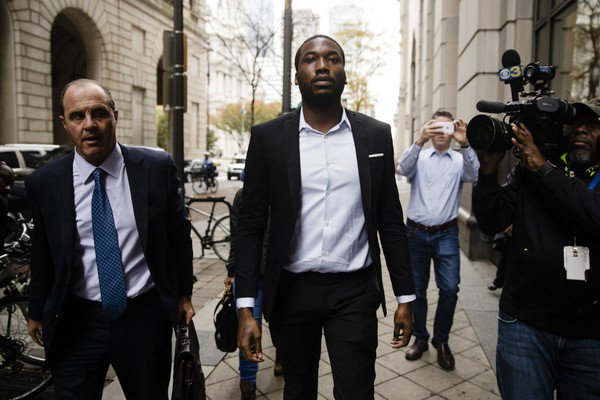 #Breaking: Rapper Meek Mill gets new bail hearing, leaves Camp Hill prison  http:// bit.ly/2zcqA3z  &nbsp;  <br>http://pic.twitter.com/1LZd6h2kHA