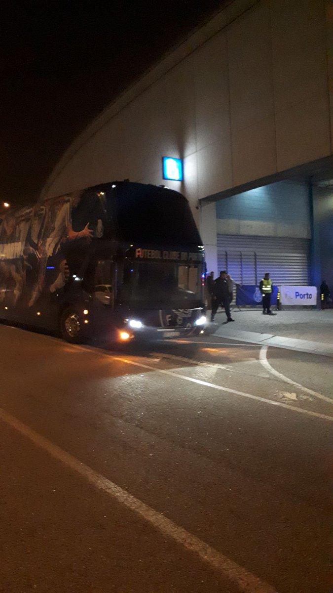 Já chegámos ao Dragão 🔵⚪ #FCPorto #FCPPSC