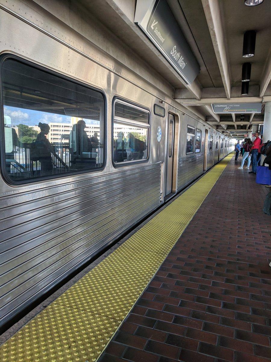 Cannot end the week without another train breaking down! #Fixit @MayorGimenez @IRideMDT @FixMetroMDT<br>http://pic.twitter.com/UZIx026J5H