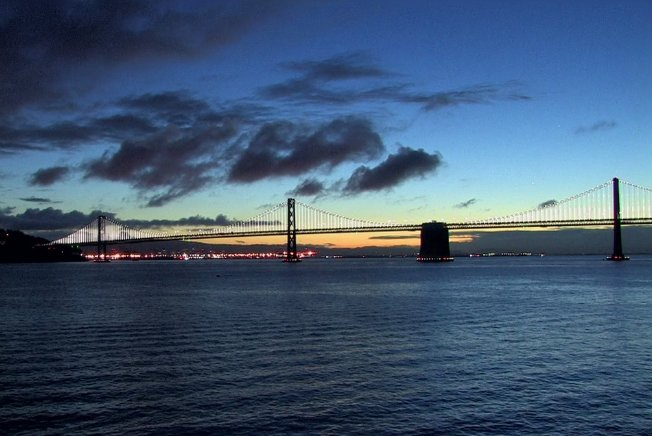 Hello, sunrise! Who else has that #FridayFeeling?  #abc7now #BayBridge #SF #SanFrancisco #weekendvibes<br>http://pic.twitter.com/gCB08dUjfv