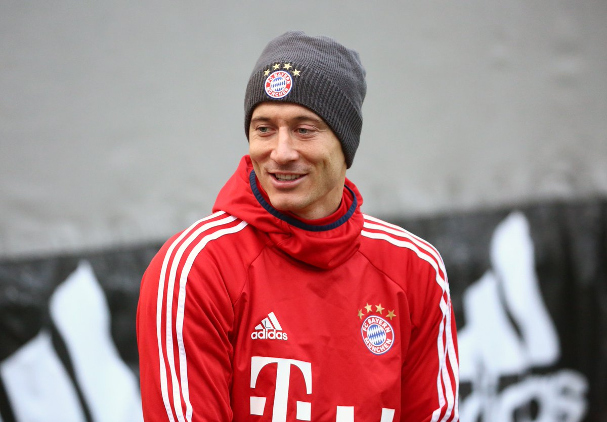 Robert Lewandowski lewy official