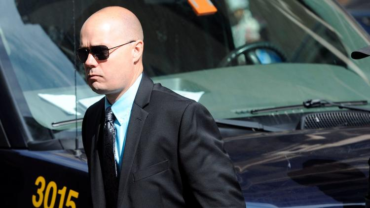 #Breaking: #FreddieGray case: Baltimore Police Lt. Brian Rice cleared of all administrative charges.  http:// bsun.md/2ioLMJ4  &nbsp;  <br>http://pic.twitter.com/WIOevfZqzp