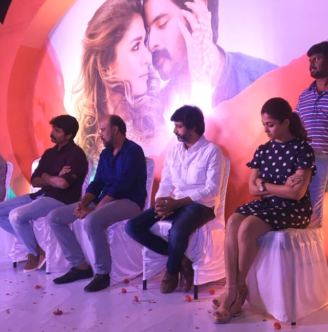 Memorable moment from the Team @24AMSTUDIOS Honoring the workers the moment the work is done #VelaikkaranFarewellDay https://t.co/IoBLnZtmEX