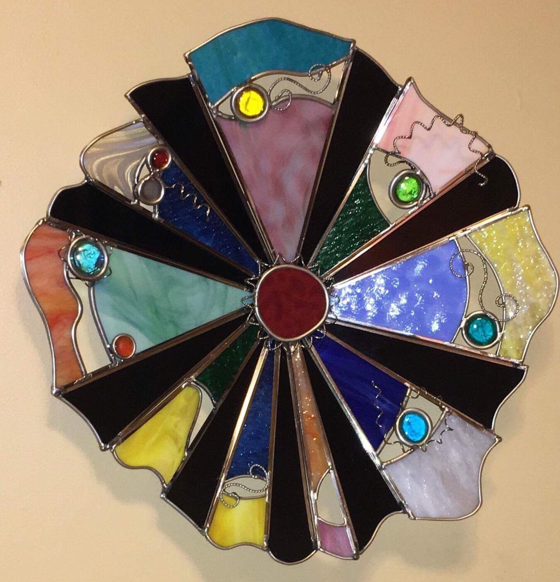 We have #Wall #Jewelry by Jeff Gullett. Stop in to see 11-5 today and 11-4 #Sat in the #Paseo #glassart #color #paseoartsdistrict #paseoartworks<br>http://pic.twitter.com/6g4Pt40Dlh