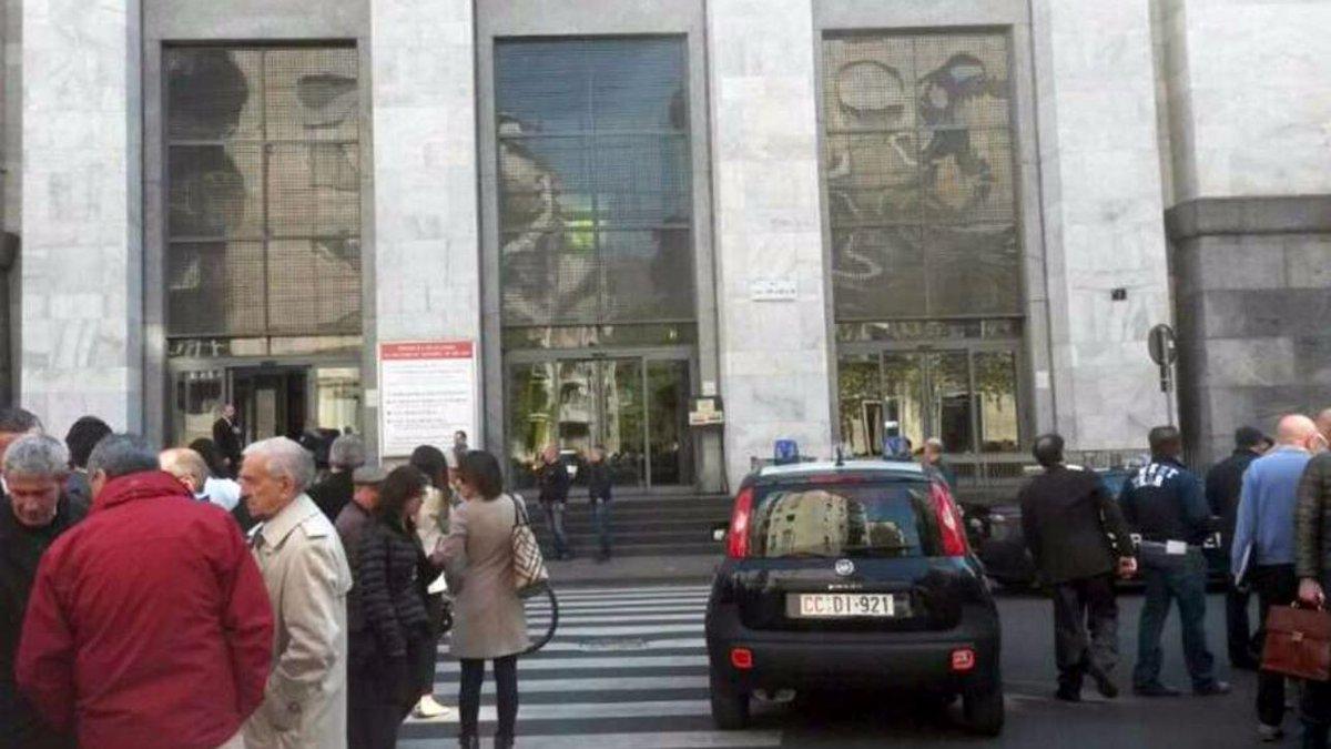 Allarme bomba a Milano: granata trovata fuori dal tribunale #milano https://t.co/WwMKIxsG0y