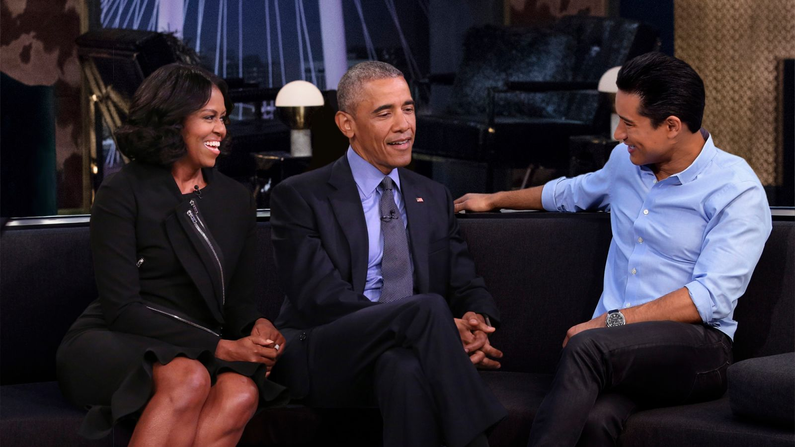 Obamas Reunited Live On TV For First Time Since Leaving White House https://t.co/5n7JI9V55u https://t.co/cCUTuyfTwl