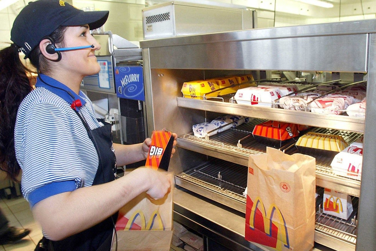 a look at the job of a fast food worker Fast food service may be the classic stereotype of an unskilled job, but plenty of people have launched their professional lives by flipping burgers, making pizzas, or doling out donuts.