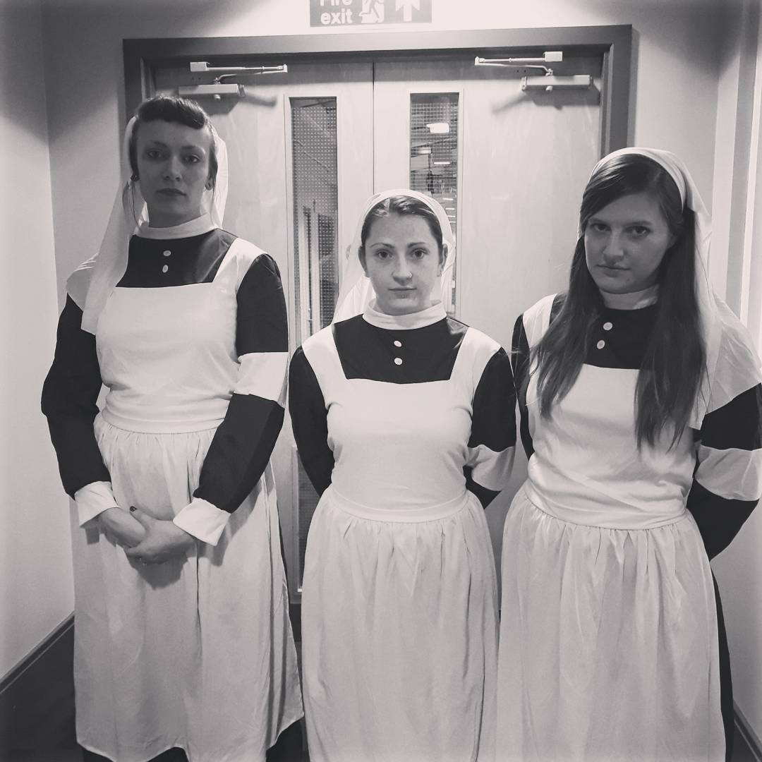 I&#39;ve had a bit of time off Twitter, what better way to come back than with my lovely performers in character as WW1 nurses! #WoundHistSoc #publicengagement <br>http://pic.twitter.com/r6RRNKR8Yg &ndash; à Parkinson Building