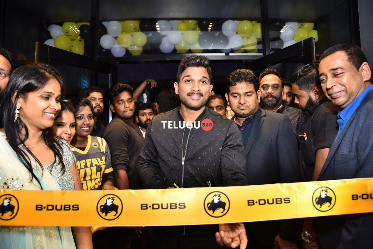.@alluarjun launches Buffalo Wild Wings as B-Dubs in #Hyderabad    https://www. telugu360.com/allu-arjun-lau nches-buffalo-wild-wings-b-dubs-hyderabad/ &nbsp; … <br>http://pic.twitter.com/nqvV07CyU5