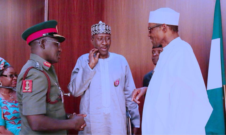 RT @AbuUmmairah: Just in; President Buhari and VP Yemi Osinbajo in a meeting with military chiefs in the State House https://t.co/DQDv6mWaZH