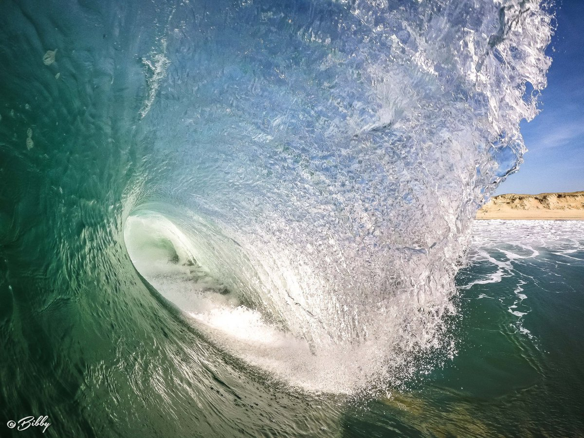 Aloha Friday  That&#39;s the perfect way to start the weekend @GoProFr @GoPro #gopro #ocean #waves #surf #landes #landscape<br>http://pic.twitter.com/IryqZm3z44