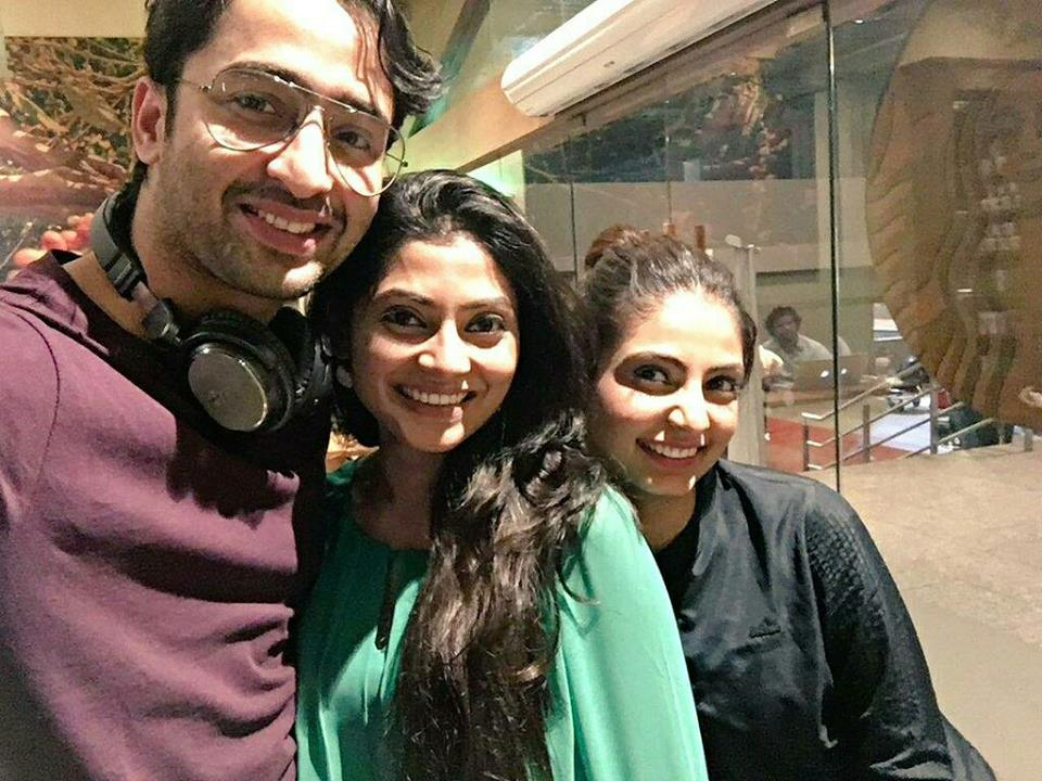#Latepost @Shaheer_S with his old friends  #ShaheerSheikh #kyamasthailife #reunion  PC -  @ReenaAggarwal<br>http://pic.twitter.com/XFpB5Cns1y