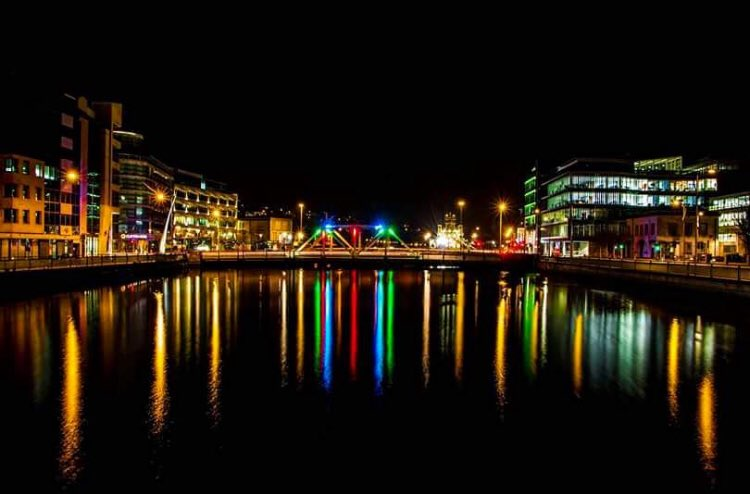 Cork City by night Have an amazing weekend everyone . by IG:corkcityandcountyinphotos #thankyou  #corkcity #friday #cork_daily #ireland #colorful #night #500pxrtg<br>http://pic.twitter.com/OmPZOcV2PS