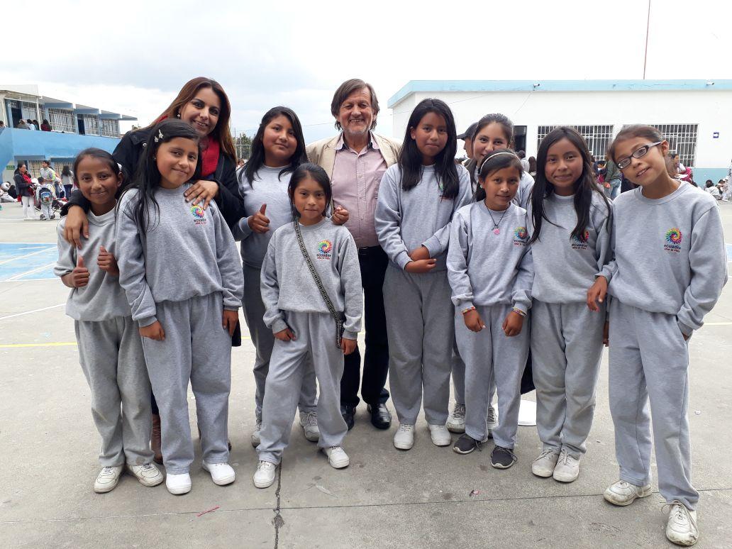 Con Juegos Tradicionales Y Expresiones Artisticas Y Los Estudiantes