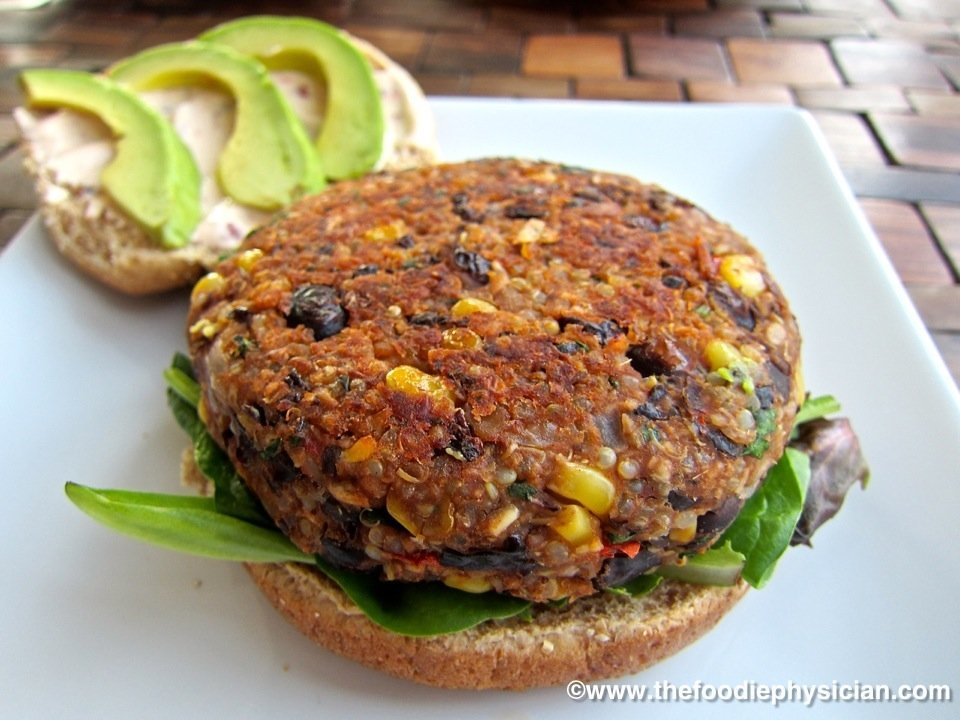 A3 - usually Lunchtime in which case I will make a vegetarian burger or make a healthy snack like popcorn to keep me going @GlobalFoodChat #GlobalFoodChat #CapeTown #Food #Travels #FridayFeels <br>http://pic.twitter.com/lcsgKq6HdY