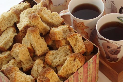 A4 guilty!can&#39;t beat #comfortfood from your home country! Rusks or Koeksisters!always remind me of home #GlobalFoodChat #CapeTown #Travels #Food #FridayFeels #SouthAfrica @GlobalFoodChat <br>http://pic.twitter.com/rVyDajeIj0