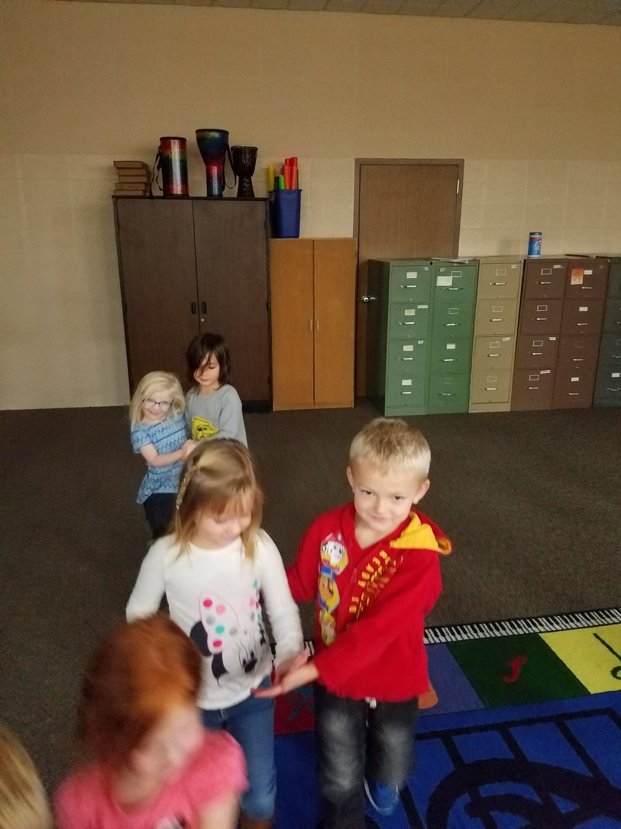 Preschoolers learned the Turkey Tango...or as they called it the Turkey &#39;tangle&#39; #musiced #elementarymusic<br>http://pic.twitter.com/bNvLzmoqte
