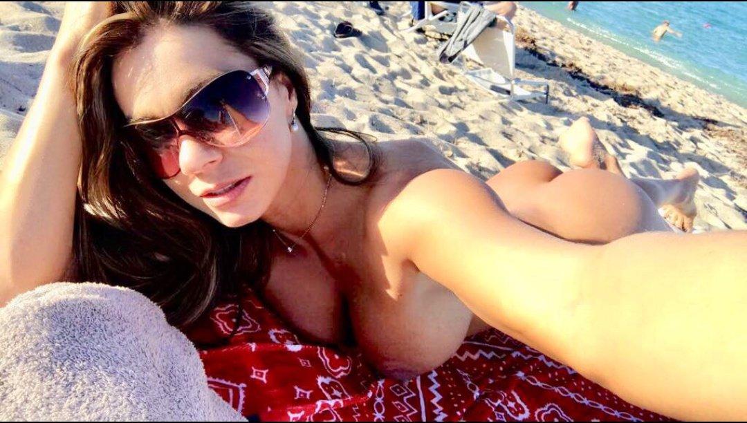 naked selfie gomez esperanza