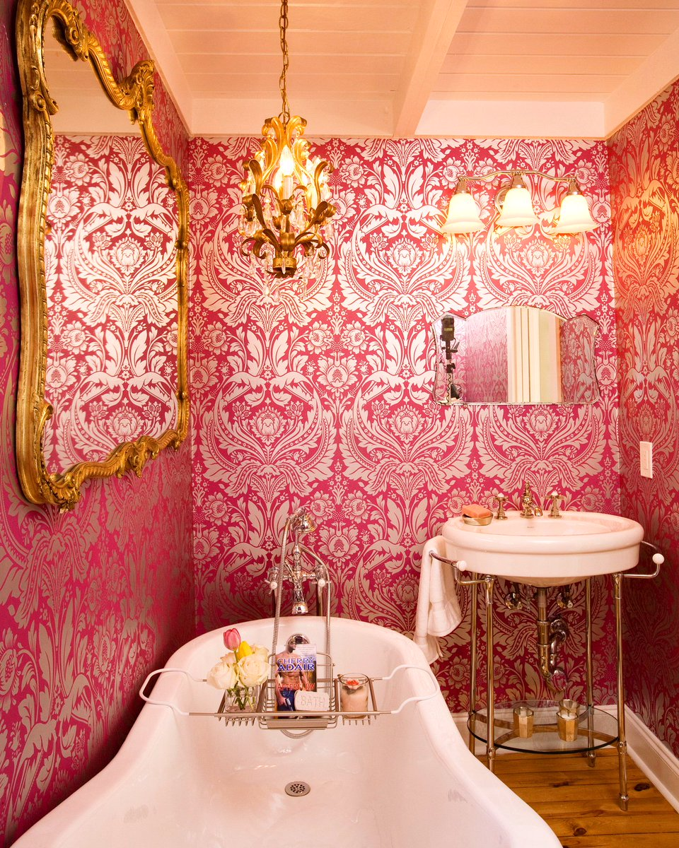How much traditional elegance would you want in your home? @propertybrother #propertybrothers #bathroomdesign <br>http://pic.twitter.com/UYIar5zojJ