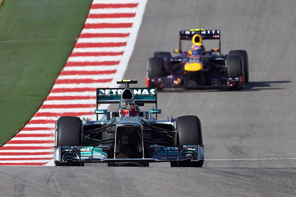 #OnThisDay, 4-years ago:  Lewis Hamilton comes home P4, 31.783s ahead of teammate Nico Rosberg in P9. #TeamLH #F1 #USGP #COTA<br>http://pic.twitter.com/Prsi49I5Up