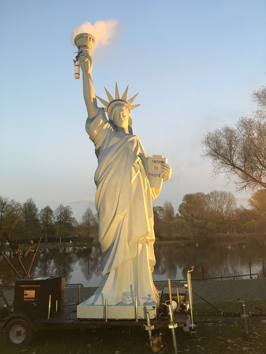 The #unBEARable bear was next to the polluting Statue of Liberty  &amp; the #ClimateRefugees installation. #ClimareChangeArt at #COP23 #UNFCCC<br>http://pic.twitter.com/E8Qdcm77vs
