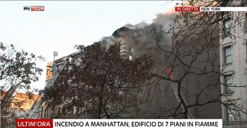 #UltimOra Incendio a #Manhattan, edificio di 7 piani in fiamme #Canale50 https://t.co/0kxapzvQk0